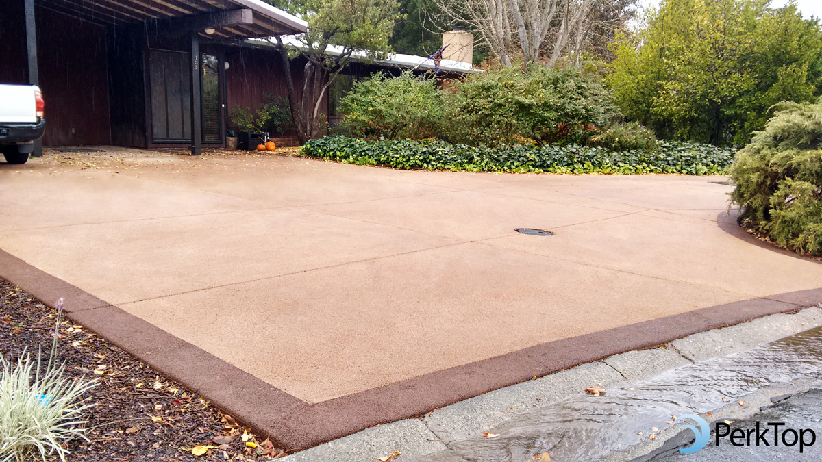 PerkTop-porous-concrete-driveway-with-contrasting-color-border